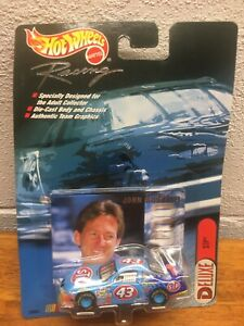 Hot Wheels Racing Deluxe STP John Andretti #43 1:64 Scale NASCAR