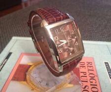 Relojes de pulsera de acero inoxidable plateado de cuero de día y fecha