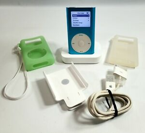 Apple iPod Mini 2nd Generation Blue 6 GB A1051 Bundle Charging Dock 2 Cases Mint