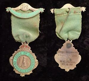 1957 VINTAGE RAOB GLO GLE GRAND LODGE QUEENSLAND GILT KANGAROO BADGE RIBBON PIN