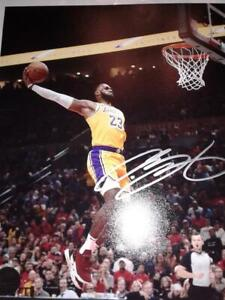 NBA PHENOM LEBRON JAMES Hand-Signed Autographed LA LAKERS 8x10 DUNK Photo w/COA