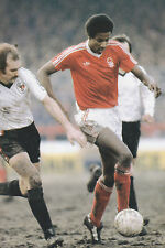 Football Photo>VIV ANDERSON Nottingham Forest 1970s