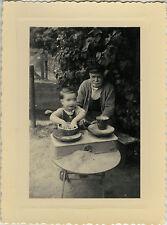 PHOTO ANCIENNE - VINTAGE SNAPSHOT - ENFANT GRAND PÈRE BALANCE JEU DRÔLE - GAME