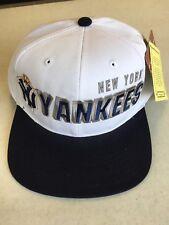 AMERICAN NEEDLE NEW YORK YANKEES RETRO WHITE AND NAVY FLAT BRIM SNAPBACK HAT