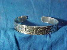 Vintage NAVAJO STERLING Silver HAND CRAFTED BRACELET w ENGRAVED DESIGN