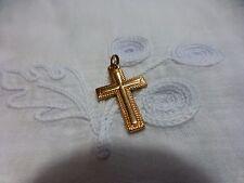 2 cm,5  petite croix pour poupée  bella ,gégé claudine ,colette .....