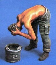 Verlinden 54mm 1/35 Soldier Washing Hair with Bucket of Water [Resin Figure] 254