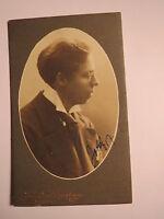 Lund - junger Mann im Anzug - Portrait von der Seite / CDV