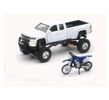 New Ray 1:32 Toy 2017 Chevrolet Silverado 2500HD Off-Road Yamaha YZ125 SS-54416