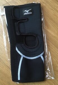 Mizuno Biogear Knee Brace size: Medium  *brand new in packaging