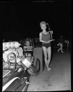 N729 1960'S NEGATIVE...DRAG RACING NHRA,CHAMPION IN DRAGSTER TROPHY GIRL,FONTANA