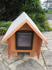 PEAK ROOF WITH BROWN CAT FLAP MEDIUM OUTDOOR SHELTER CAT/SMALL DOG/KENNEL/HOUSE