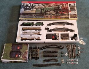 Hornby Flying Scotsman R1019 Electric Train Set and Extras