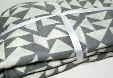 Pottery Barn Gray Creamy Ivory Triangle Shapes Full Queen Quilt New