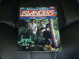 1986-1987 NEW YORK ISLANDERS YEARBOOK  NEAR MINT.  POTVIN SUTTER HRUDEY COVER