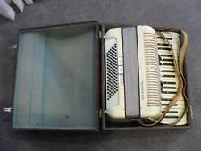 RARE STUNNING VINTAGE BEIGE PEARL HOHNER TANGO IIM PIANO ACCORDION