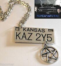 Supernatural pendentif plaque impala et pentagramme Supernatural licence plate