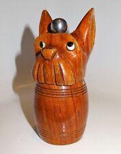 joli moulin à poivre en bois sculpté signé marlux au fox terrier
