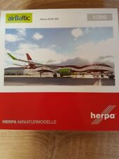 """Herpa 559690-1/200 Airbaltic Airbus A220-300 """"Letonia 100"""" - Nuevo"""