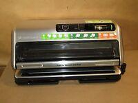 Foodsaver FM5380 2-in-1 Vacuum Sealing System + Starter Kit