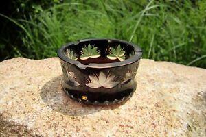wunderschöner kleiner Aschenbecher Überfangglas floraler Dekorschliff dunkelrot