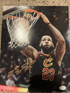 Cleveland Cavaliers Lebron James Signed Autographed 8x10 With COA! See Photos!