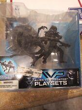2005 McFarlane AVP Aliens vs Predator Playsets ALIEN ATTACK Figure Set NIB