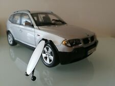 BMW X3 e83 3.0i in Silber silver 1:18  Kyosho mit with Skateboard