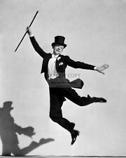 FRED ASTAIRE LEGENDARY ACTOR AND DANCER - 8X10 PUBLICITY PHOTO (CC799)