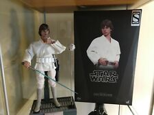 Hot Toys Star Wars A New Hope Luke Skywalker Sideshow exclusive.
