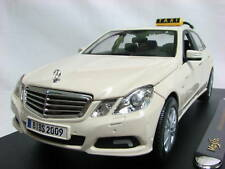 Maisto 2010 Mercedes Benz E-Class Taxi 1/18 Beige