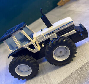 BRITAINS Power Farm No.9324 - COUNTY 1884 TRACTOR - Unboxed