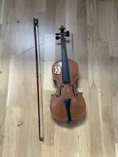 Alte Geige mit Bogen