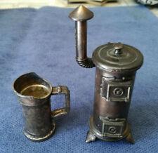 Puppenstube Puppenhaus Zubehör Küche Heiz-Ofen Kohlenschütte Metall Anspitzer