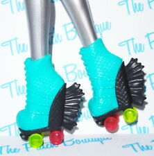 MONSTER HIGH ROLLER MAZE LAGOONA BLUE DOLL REPLACEMENT ROLLER SKATES SHOES ONLY