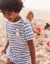 Tom Joule Neu Jungen Peeker T-Shirt mit Brusttasche - Weiße Welle Hammerhai