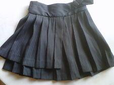 Jupe courte 10 ans  Plissée, noire rayée gris et blanc