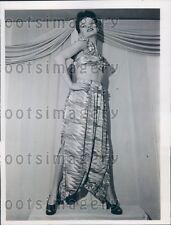 1946 Pretty Woman Models Harem Pantaloons Midriff Pajamas Press Photo