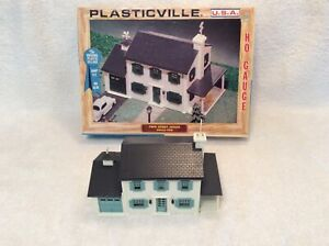 VINTAGE PLASTICVILLE HO TWO STORY HOUSE 2902-198