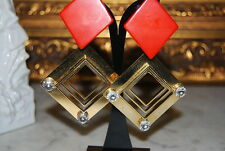 VINTAGE LARGE GOLD TONED METAL SQUARES & STONES RED ACRYLIC PIECE CLIP EARRINGS
