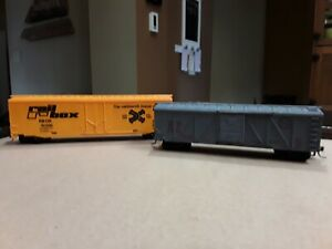 H.O. Scale Rolling Stock. Boxcar And Livestock Car. Railbox And S.P. Hobby Train