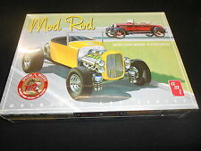 AMT 1000, 1/25 MOD ROD 1929 FORD MODEL A ROADSTER PLASTIC MODEL KIT