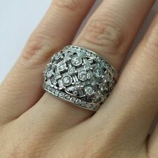 Hand Ring in 14k Gold E-F Si1 2.00 Ct Vintage Round Brilliant Cut Diamond Right