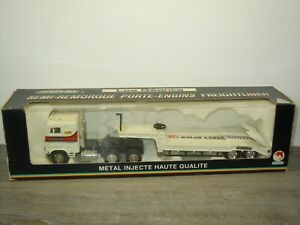 Freightleiner with Low Loader Trailer - Shinsei 1:53 in Box *50873