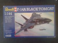 LOT 2X Maquette F-14a BLACK TOMCAT  F-15A EAGLE  REVELL 1/72  ref. 04029 & 04010