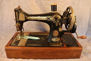Antique SINGER MOD. 128 HAND CRANK SEWING MACHINE IN NICE OAK DOMED CASE