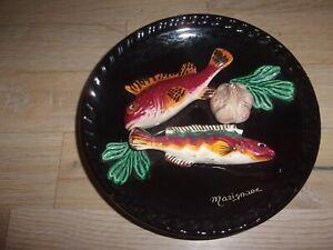Assiette décorative décor poisson en relief