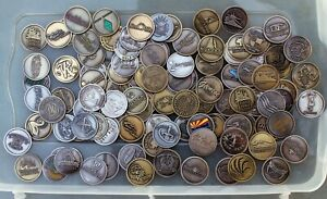 BATCH 50 COUNTRY CLUB COURSE LOGO GOLF BALL MARKERS COLLECTION SILVER BRASS COIN