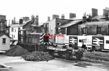 PHOTO  1980 CLASS 03 03370 LOWESTOFT RAILWAY SIDINGS CLASS 03 0-6-0 DIESEL SHUNT