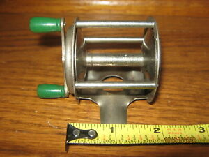Vintage Unbranded Very Small Bait Casting Reel or Ice Fishing